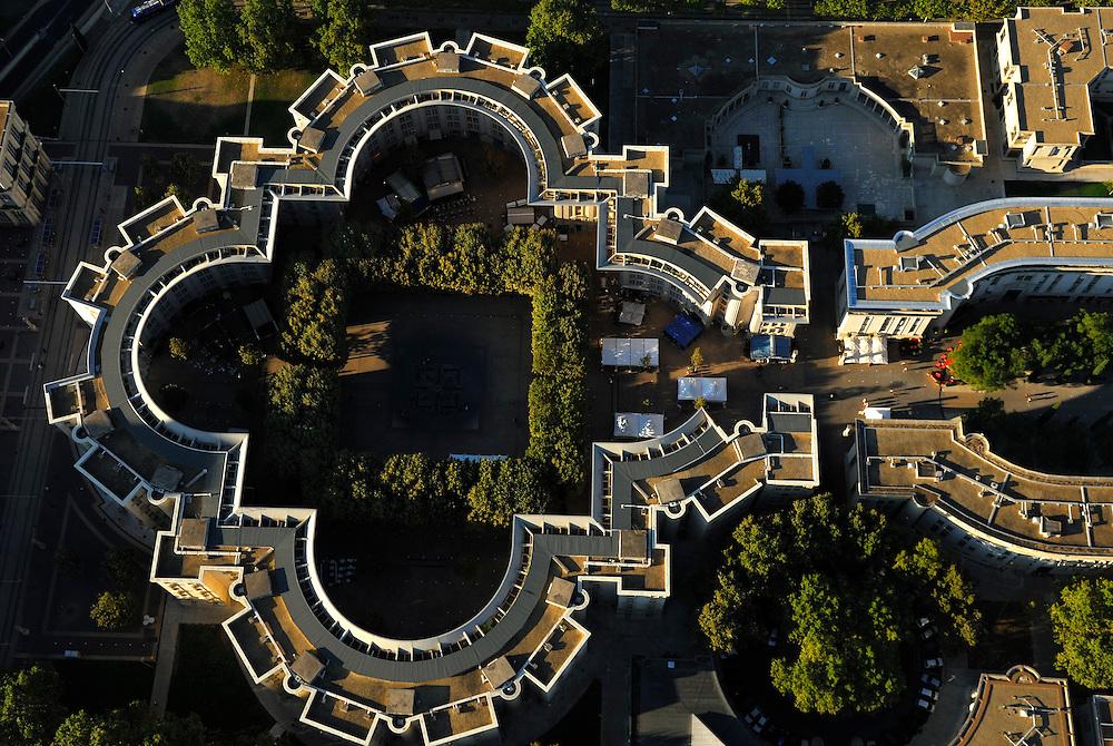 France, Languedoc Roussillon, Hérault, Montpellier, quartier Antigone, place du nombre d'Or, vue aérienne
