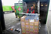 Nederland, Raalte, 17-12-2007Distributiecentrum supermarktketen C1000 Schuitema. Werknemers laden de vrachtwagens met bestellingen.Foto: Flip Franssen/Hollandse Hoogte