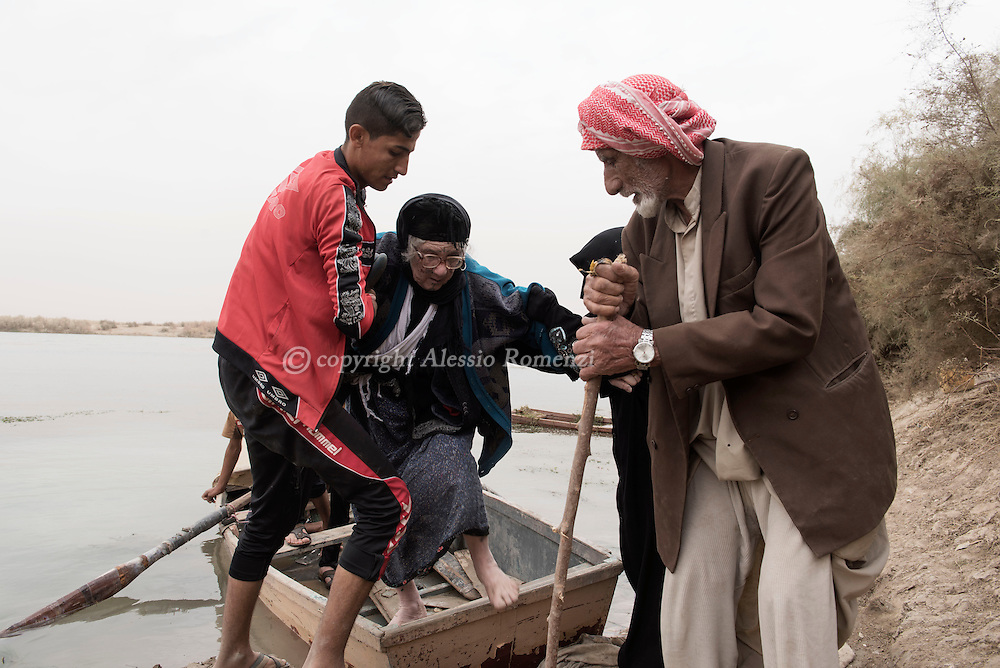 Iraq, Nineveh Governorate: About ten kilometres from Al Shura, newly displaced Iraqi arrive on the western bank of the Tigris river as they fled their villages occupied by IS on November 2016. Alessio Romenzi