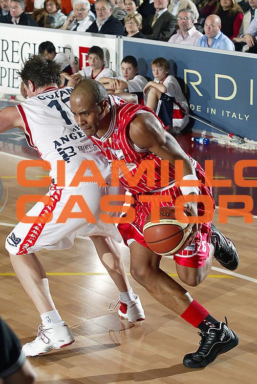 DESCRIZIONE : Biella Lega A1 2005-06 Angelico Biella Navigo.it Teramo<br />GIOCATORE : Holland<br />SQUADRA : Navigo.it Teramo<br />EVENTO : Campionato Lega A1 2005-2006<br />GARA : Angelico Biella Navigo.it Teramo<br />DATA : 28/12/2005<br />CATEGORIA : Penetrazione<br />SPORT : Pallacanestro<br />AUTORE : Agenzia Ciamillo-Castoria/S.Ceretti