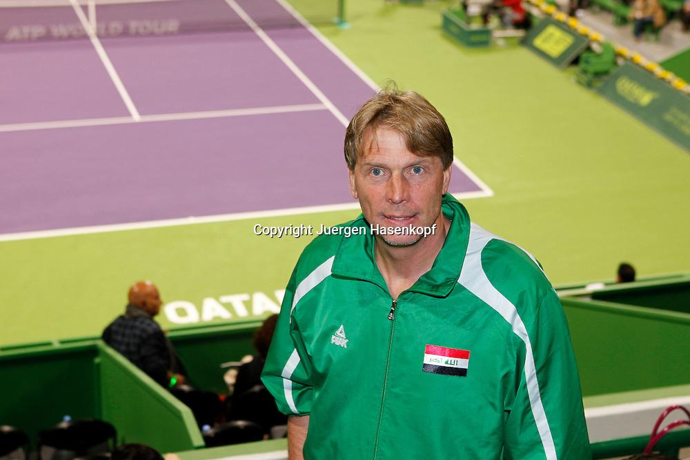 Qatar ExxonMobil Open2011, ATP TennisTurnier, International Series, Khalifa International Tennis & Squash Complex,Doha,Qatar, Wolfgang Sidka (GER), Nationaltrainer der Fussballmannschaft von Irak besucht das Tennisturnier in Doha,
