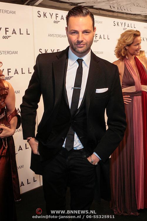 NLD/Amsterdam/20121028 - Inloop premiere nieuwe James Bond film Skyfall , Fred van Leer