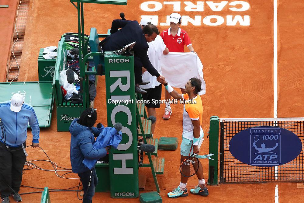 Rafael Nadal / arbitre - 16.04.2015 - Tournoi de Monte Carlo - Masters 1000 <br />Photo : Serge Haouzi / Icon Sport