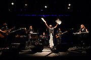SÃO PAULO, SP - 06.12.2013 - SHOW TOM ZÉ - TODOS OS OLHOS -  Tom Zé durante seu show Todos os Olhos no Sesc Belenzinho nesta sexta-feira (06). (Foto: Marcelo Brammer/Brazil Photo Press)