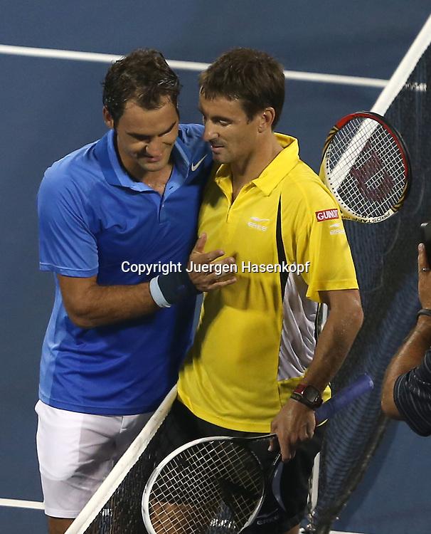 US Open 2013, USTA Billie Jean King National Tennis Center, Flushing Meadows, New York,<br /> ITF Grand Slam Tennis Tournament .<br /> L-R. Roger Federer(SUI) gratuliert dem Sieger Tommy Robredo (ESP),<br /> Halbkoerper,Hochformat,