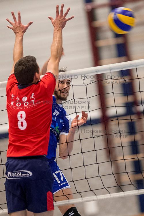 29-10-2016 NED: SV Land Taurus - Coniche Topvolleybal Zwolle, Houten<br /> Taurus wint vrij eenvoudig van Zwolle met 3-0 / Fraser Smith #17 of Coníche Zwolle