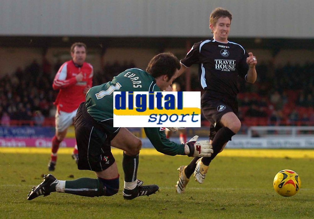 Photo: Alan Crowhurst.<br />Swindon Town v Swansea City. Coca Cola League 1.<br />31/12/2005. <br />Marc Goodfellow goes close for Swansea.
