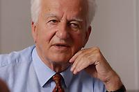 17 JUL 2003, BERLIN/GERMANY:<br /> Richard von Weizsaecker, Bundespraesident a.D., waehrend einem Interview, in einem Besprechungsraum seines Bueros, Magnushaus<br /> IMAGE: 20030717-01-052<br /> KEYWORDS: Richard von Weizsäcker