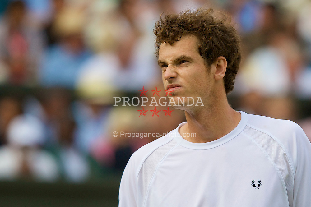 LONDON, ENGLAND - Saturday, June 28, 2008: Andy Murray (GBR) during his third round victory on day six of the Wimbledon Lawn Tennis Championships at the All England Lawn Tennis and Croquet Club. (Photo by David Rawcliffe/Propaganda)