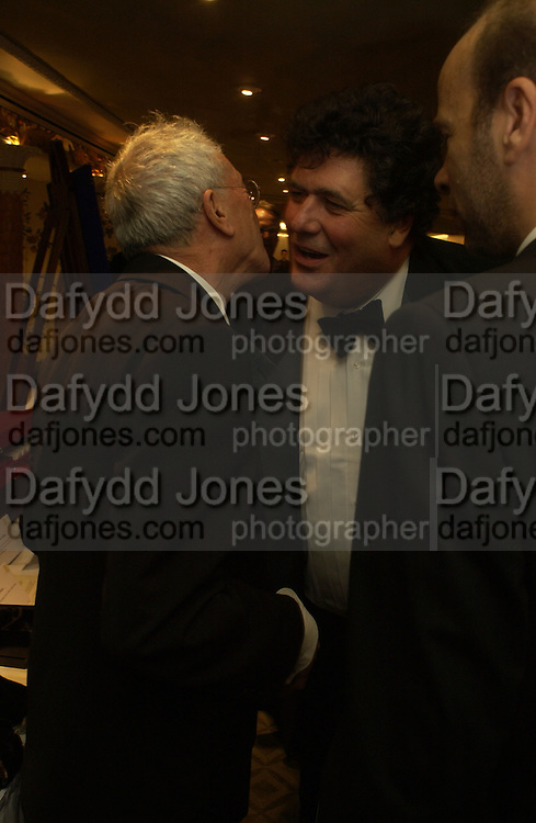 Michael White and Tim Hoare Chain of Hope 10 th Ball. Dorchester. London. 1 November  2005. ONE TIME USE ONLY - DO NOT ARCHIVE © Copyright Photograph by Dafydd Jones 66 Stockwell Park Rd. London SW9 0DA Tel 020 7733 0108 www.dafjones.com