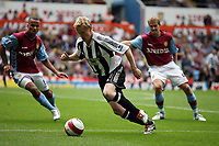 Photo: Rich Eaton.<br /> <br /> Aston Villa v Newcastle United. The Barclays Premiership. 27/08/2006. Damien Duff of Newcastle takes on the Villa defence