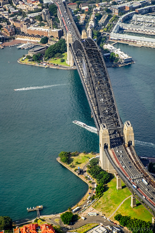 Sydney Harbour Bridge, Overhead