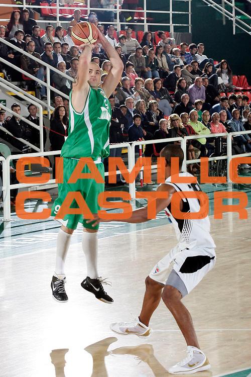DESCRIZIONE : Avellino Lega A 2009-10 Trofeo Vito Lepore Finale 1 e 2 posto Air Avellino Pepsi Caserta<br /> GIOCATORE : Szymon Szewczyk<br /> SQUADRA : Air Avellino<br /> EVENTO : Campionato Lega A 2009-2010 <br /> GARA : Air Avellino Pepsi Caserta<br /> DATA : 04/10/2009<br /> CATEGORIA : tiro<br /> SPORT : Pallacanestro <br /> AUTORE : Agenzia Ciamillo-Castoria/A.De Lise