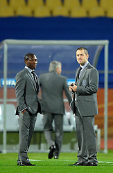 12.06.2010, Royal Bafokeng Stadium, Rustenburg, RSA, FIFA WM 2010, England (ENG) vs USA (USA), im BildShaun Wright Phillips & Joe Cole inspeact the pitch prior to kick off, EXPA Pictures © 2010, PhotoCredit: EXPA/ IPS/ Mark Atkins / SPORTIDA PHOTO AGENCY