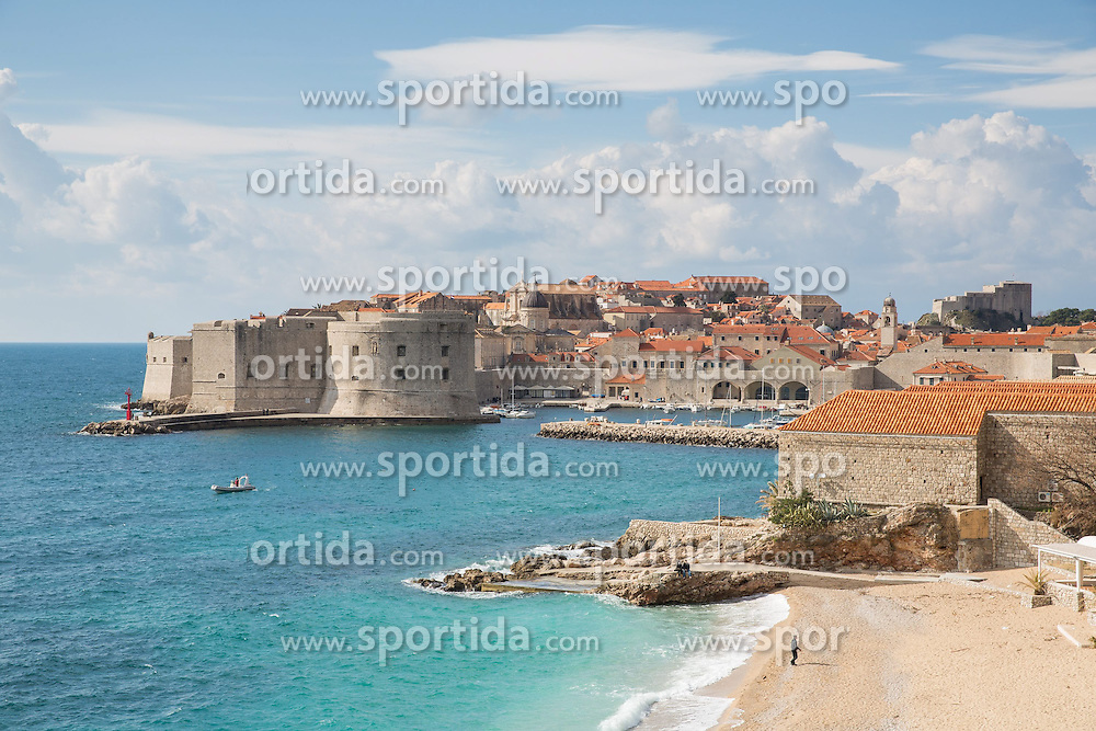 THEMENBILD - Blick auf die Altstadt, die Festung St. Ivan und Strand Banje // View of the old town, the fortress of St. Ivan and beach Banje, pictured at Dubrovnik, Croatia on 2015/02/15. EXPA Pictures © 2015, PhotoCredit: EXPA/ Pixsell/ Grgo Jelavic/PIX<br /> <br /> *****ATTENTION - for AUT, SLO, SUI, SWE, ITA, FRA only*****