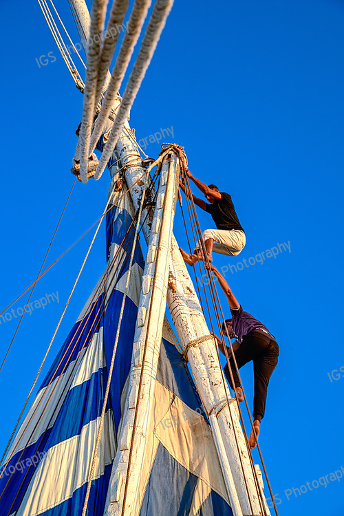 Hoisting the mainsail on the Dahabiya