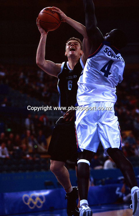 Kirk Penney during the Men's basketball match between the New Zealand Tall Blacks and France at the Olympics in Sydney, Australia on 17 September, 2000. Photo: PHOTOSPORT<br /><br /><br /><br /><br />170900 *** Local Caption ***