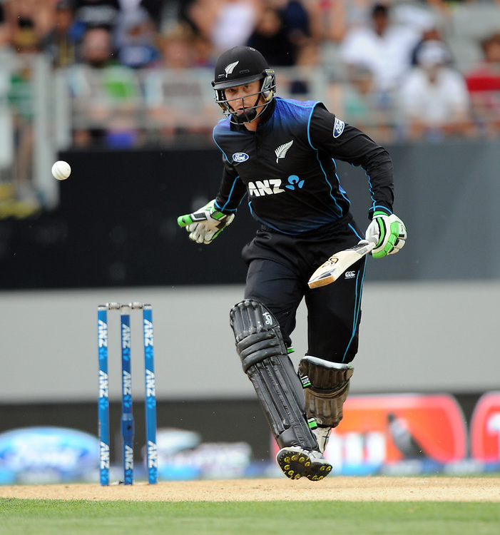New Zealand's Martin Guptill batting against Pakistan in the 3rd ODI International Cricket match at Eden Park, Auckland, New Zealand, Sunday, January 31, 2016. Credit:SNPA / Ross Setford