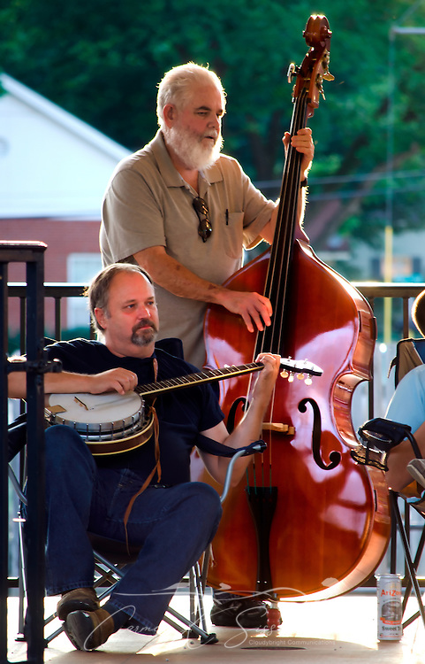 Bluegrass musicians perform on a Saturday evening in Railroad Park in Water Valley, Mississippi. (Photo by Carmen K. Sisson/Cloudybright)