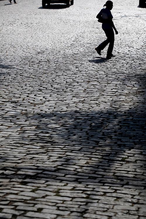 Ponte Nova_MG, Brasil...Mulher na rua cidade de Ponte Nova...A woman on the street in Ponte Nova town...Foto: BRUNO MAGALHAES / NITRO