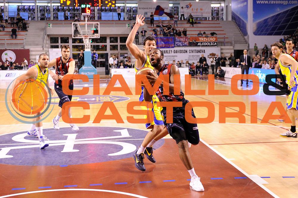 DESCRIZIONE : Ancona Lega A 2011-12 Fabi Shoes Montegranaro Angelico Biella<br /> GIOCATORE : Jacob Pullen<br /> CATEGORIA : palleggio penetrazione<br /> SQUADRA : Angelico Biella<br /> EVENTO : Campionato Lega A 2011-2012<br /> GARA : Fabi Shoes Montegranaro Angelico Biella<br /> DATA : 13/11/2011<br /> SPORT : Pallacanestro<br /> AUTORE : Agenzia Ciamillo-Castoria/C.De Massis<br /> Galleria : Lega Basket A 2011-2012<br /> Fotonotizia : Ancona Lega A 2011-12 Fabi Shoes Montegranaro Angelico Biella<br /> Predefinita :