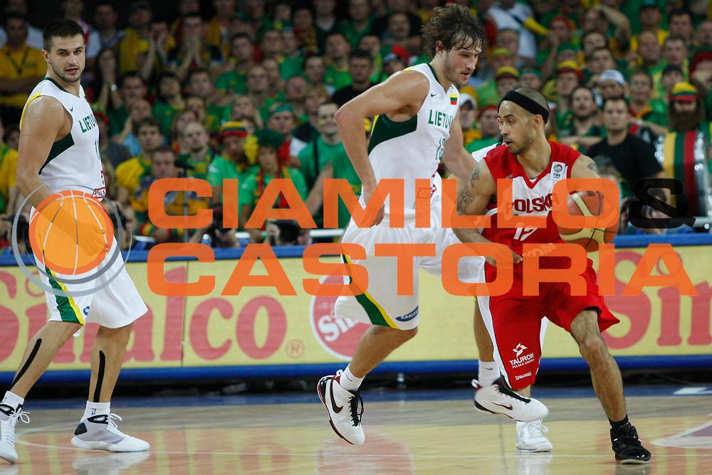 DESCRIZIONE : Wroclaw Poland Polonia Eurobasket Men 2009 Preliminary Round Lituania Polonia Lithuania Poland<br /> GIOCATORE : David Logan<br /> SQUADRA : Polonia Poland<br /> EVENTO : Eurobasket Men 2009<br /> GARA : Lituania Polonia Lithuania Poland<br /> DATA : 08/09/2009 <br /> CATEGORIA : palleggio<br /> SPORT : Pallacanestro <br /> AUTORE : Agenzia Ciamillo-Castoria/M.Kulbis<br /> Galleria : Eurobasket Men 2009 <br /> Fotonotizia : Wroclaw Poland Polonia Eurobasket Men 2009 Preliminary Round Lituania Polonia Lithuania Poland<br /> Predefinita :