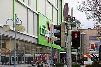 Mannheim. 20.03.17 | BILD- ID 043 |<br /> Innenstadt. K1. M&ouml;max. Schliessung der Filiale am Neckartor in der Breiten Stra&szlig;e steht bevor.<br /> <br /> Bild: Markus Prosswitz 20MAR17 / masterpress (Bild ist honorarpflichtig - No Model Release!)