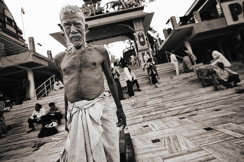 Asia, India, Rishikesh, Parmarth, Niketan Ashram, Ganga Ghat, Arjun's Chariot, man