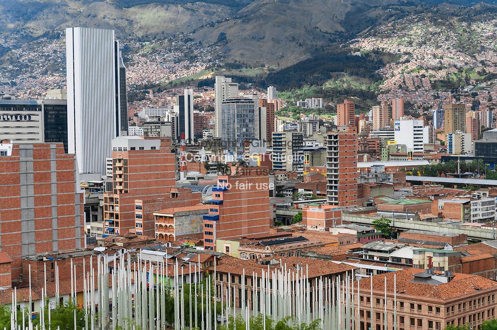 Colombie, région Antioquia, ville Medellin, centre-ville depuis toit et terrasse de la mairie  // Colombia, Antioquia region, Medellin city, downtown view from roof and terrace of the city hall