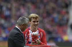 March 11, 2018 - Madrid, Madrid, Spain - Antoine Griezmann of Atletico de Madrid receives the award for best player of La Liga Santander in February during a match between Atletico de Madrid vs Celta de Vigo at Wanda Metropolitano Stadium on Febraury 18, 2018 in Madrid, Spain. (Credit Image: © Patricio Realpe/NurPhoto via ZUMA Press)
