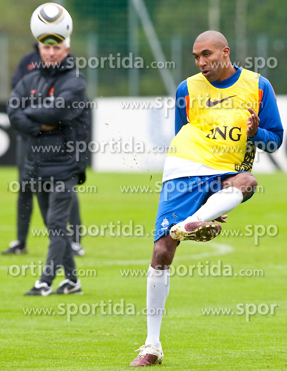 20.05.2010, Fussballstadion, Seefeld, AUT, FIFA Worldcup Vorbereitung, Training der Hollaendischen Nationalmannschaft, im Bild Orlando Engelaar (PSV Eindhoven). EXPA Pictures © 2010, PhotoCredit: EXPA/ J. Groder / SPORTIDA PHOTO AGENCY