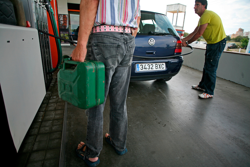 June, 10th. 2008. Long queues at the gas stations due to the transporters strike caused by the fear that stock become exhausted.
