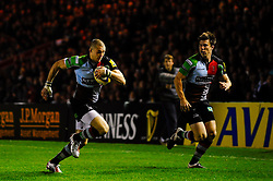 Harlequins Full Back (#15) Mike Brown scores a try during the first half of the match - Photo mandatory by-line: Rogan Thomson/JMP - Tel: Mobile: 07966 386802 03/11/2012 - SPORT - RUGBY - Twickenham Stoop - London. Harlequins v Gloucester - Aviva Premiership
