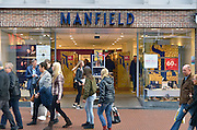 Nederland, Nijmegen, 24-12-2015Een schoenenwinkel, Manfield,  houdt leegverkoop vanwege een dreigend faillisement. In de binnenstad van Nijmegen komen steeds meer winkels leeg te staan. Winkeliers in de binnenstad, binnensteden, hebben naast de crisis ook veel last van inline verkoop van producten via internet. Uitstel van betaling.Foto: Flip Franssen/Hollandse Hoogte