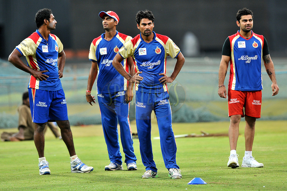 Team Royal Challengers Bangalore during the Royal Challengers bangalore training and nets session held at the  M.Chinnaswamy Stadium in Bangalore , Karnataka, India on the 22nd September 2011..Photo by Pal Pillai/BCCI/SPORTZPICS