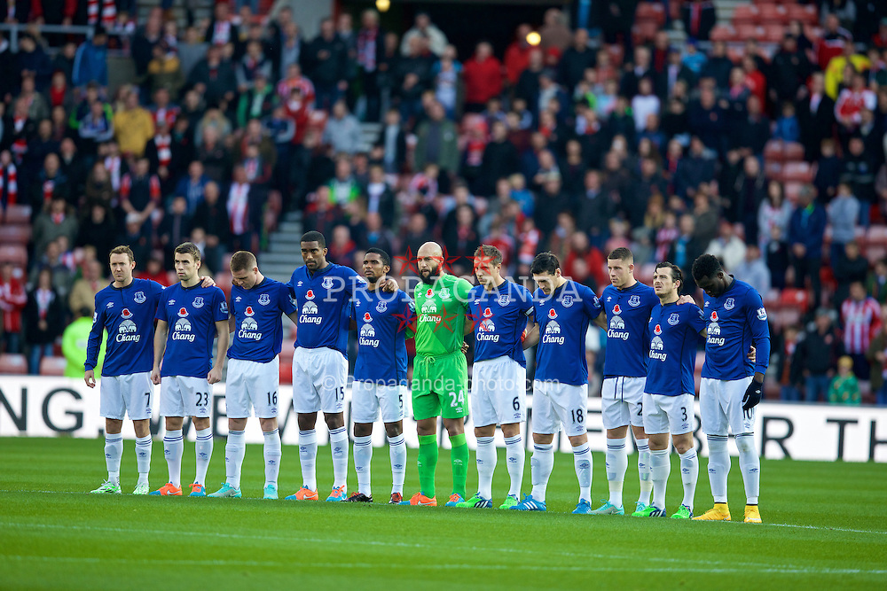 SUNDERLAND, ENGLAND - Sunday, November 9, 2014: Everton players stand to remember urge victims of the two World Wars before the Premier League match against Sunderland at the Stadium of Light. L-R: Aiden McGeady, Seamus Coleman, James McCarthy, Sylvain Distin, Samuel Eto'o, goalkeeper Tim Howard, captain Phil Jagielka, Gareth Barry, Ross Barkley, Leighton Baines, Romelu Lukaku. (Pic by David Rawcliffe/Propaganda)