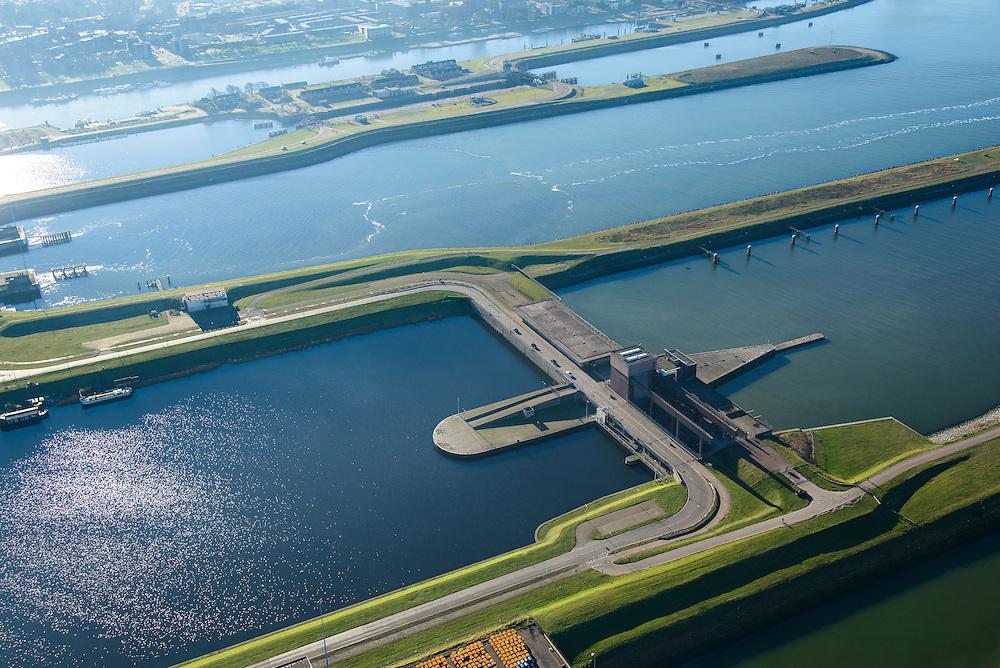 Nederland, Noord-Holland, IJmuiden, 11-12-2013; IJmuiden, met sluizencomplex, detail: Spuisluis. Noordzeekanaal.<br /> Entrance  Noorzee-channel with locks, discharge sluice.<br /> luchtfoto (toeslag op standaard tarieven);<br /> aerial photo (additional fee required);<br /> copyright foto/photo Siebe Swart.