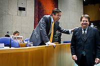 Nederland. Den Haag, 20 september 2007.<br /> Tweede dag algemene politieke beschouwingen in de tweede kamer.<br /> Minister Verhagen grapt met fractievoorzitter Tichelaar van de PvdA.<br /> Foto Martijn Beekman <br /> NIET VOOR TROUW, AD, TELEGRAAF, NRC EN HET PAROOL