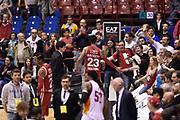 DESCRIZIONE : Milano Lega A 2014-15 <br /> EA7 Olimpia Milano - Acea Virtus Roma <br /> GIOCATORE : David Hackett <br /> CATEGORIA : esultanza post game mani <br /> SQUADRA : EA7 Olimpia Milano<br /> EVENTO : Campionato Lega A 2014-2015 <br /> GARA : EA7 Olimpia Milano - Acea Virtus Roma<br /> DATA : 12/04/2015<br /> SPORT : Pallacanestro <br /> AUTORE : Agenzia Ciamillo-Castoria/GiulioCiamillo<br /> Galleria : Lega Basket A 2014-2015  <br /> Fotonotizia : Milano Lega A 2014-15 EA7 Olimpia Milano - Acea Virtus Roma