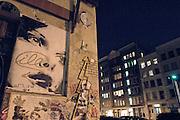 USA, Nordamerika, New York, New York City, Manhattan, Chelsea, Wandmalerei und Plakatkunst gegenueber der Deitch Gallery 18 Wooster street in (lower) Soho (digital photo: 3200 ASA/ 36 DIN)