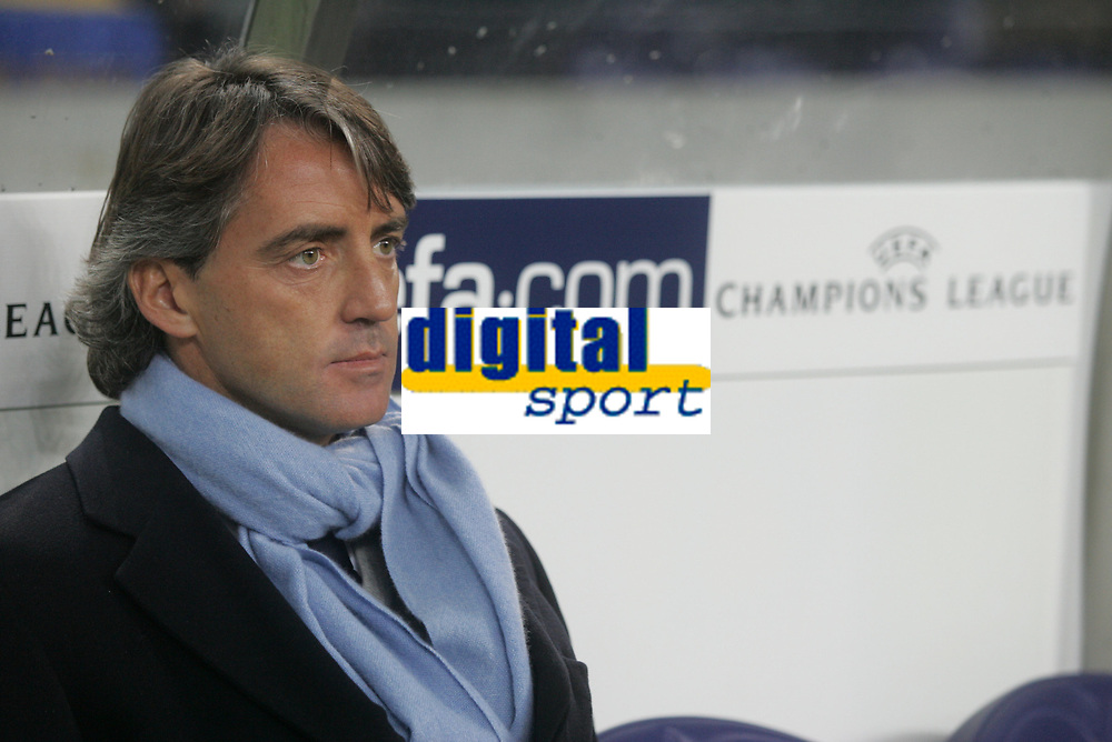 "PORTUGAL - PORTO 23 FEBRUARY 2005: Inter FC coach ROBERTO MANCINI, First Knock-out Round First Leg of the UEFA Champions League, match FC Porto (1) vs FC Internazionale (1), held in ""Dragao"" stadium  23/02/2005  19:23:37<br />
