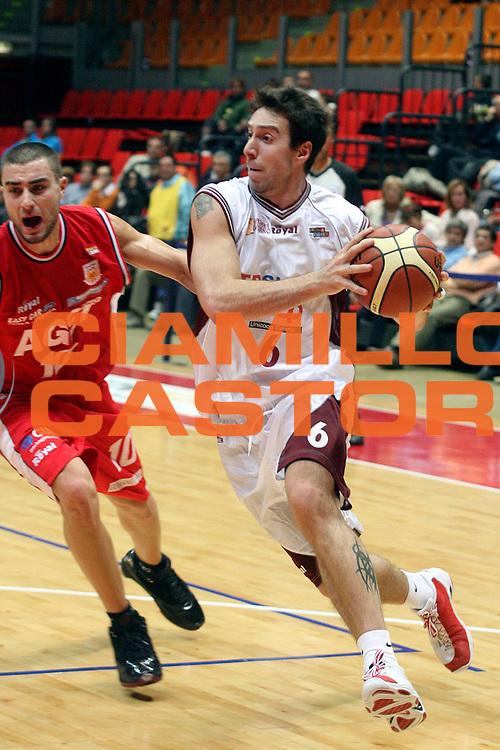 DESCRIZIONE : Livorno Legadue 2007-08 Tdshop.it Livorno Fastweb Aget Imola<br /> GIOCATORE : Aguiar Mauricio<br /> SQUADRA : Tdshop.it Livorno<br /> EVENTO : Campionato Legadue 2007-2008<br /> GARA : Tdshop.it Livorno Aget Imola<br /> DATA : 21/10/2007<br /> CATEGORIA : Penetrazione<br /> SPORT : Pallacanestro<br /> AUTORE : Agenzia Ciamillo-Castoria/Stefano D'Errico