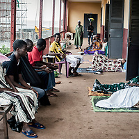 23/07/2014. Conakry. Guinée Conakry.  Vue de l'hôpital National Ignace Deen, bien qu'il soit public les patients payent et négocient les prix pour les interventions médicales,  les repas ne sont pas compris.   ©Sylvain Cherkaoui/Cosmos pour M le magazine du Monde