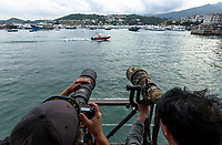 Photographer Chen Jianwei and Magnus Lundgren working side by side, Sai Kung Pier, Hong Kong, China. 摄影师陈建伟与马格纳斯·龙格尔,西贡码头,中国香港。