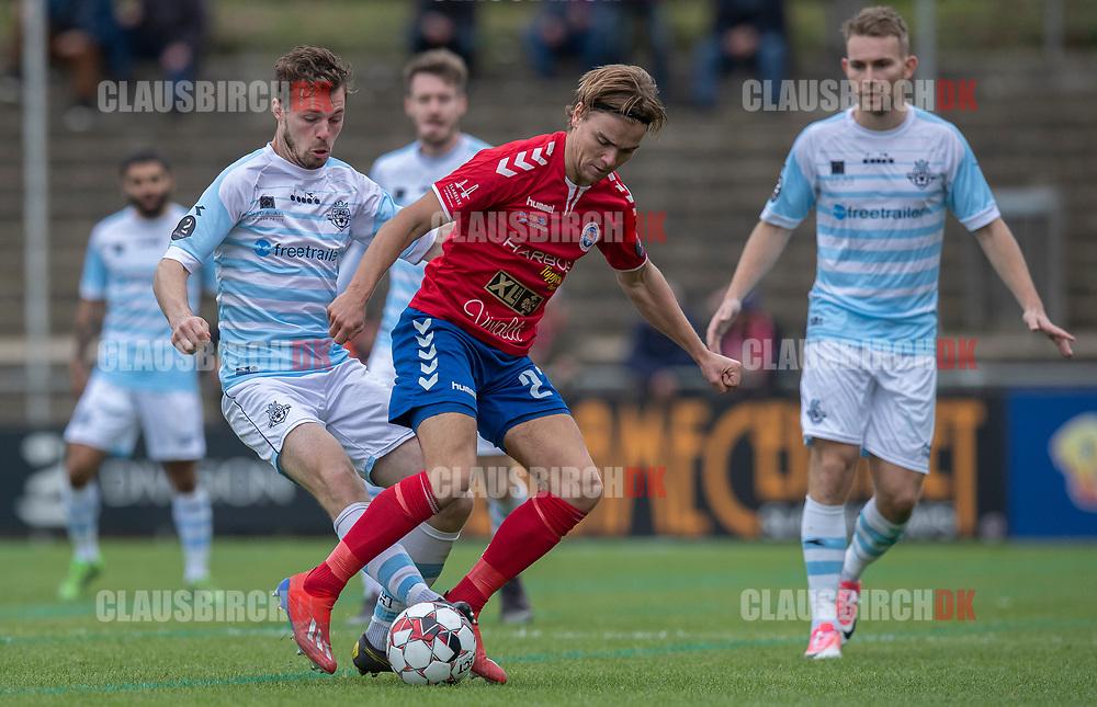 Nicolas Mortensen (FC Helsingør) og Sebastian Stenberg Ellefsen (Slagelse) under kampen i 2. Division mellem Slagelse B&I og FC Helsingør den 6. oktober 2019 på Slagelse Stadion (Foto: Claus Birch).