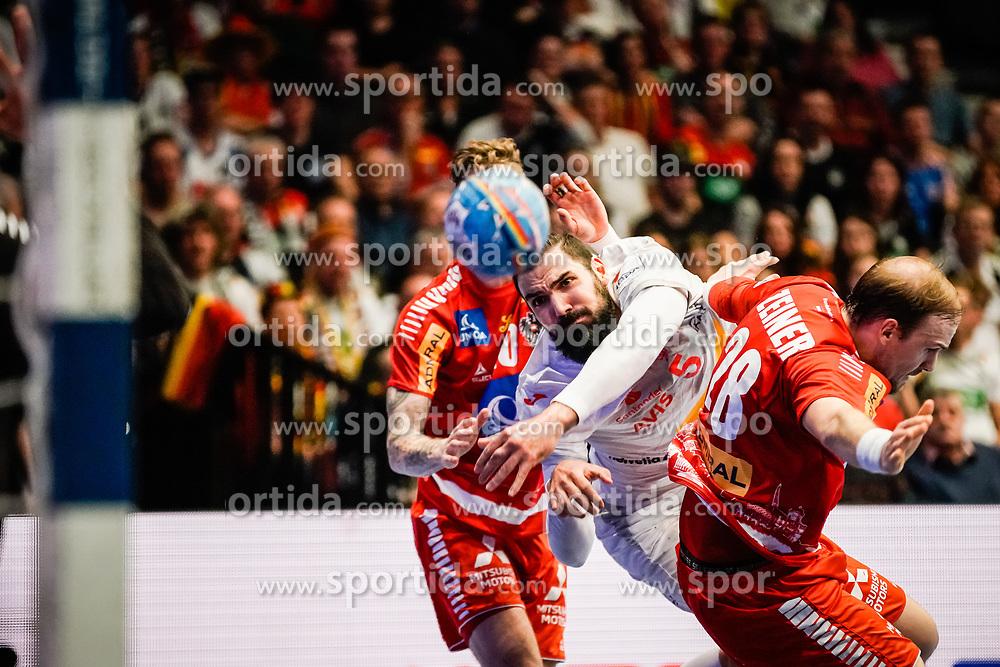 18.01.2020, Wiener Stadthalle, Wien, AUT, EHF Euro 2020, Spanien vs Österreich, Hauptrunde, Gruppe I, im Bild v. l. Sebastian Frimmel (AUT), Jorge Maqueda Pena (ESP), Gerald Zeiner (AUT) // f. l. Sebastian Frimmel (AUT) Jorge Maqueda Pena (ESP) Gerald Zeiner (AUT) during the EHF 2020 European Handball Championship, main round group I match between Spain and Austria at the Wiener Stadthalle in Wien, Austria on 2020/01/18. EXPA Pictures © 2020, PhotoCredit: EXPA/ Florian Schroetter