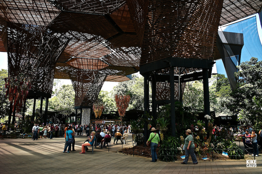 Orquideorama: A Beautiful Floating Meshwork of Modular Flower Tree Structures, renovated in 2008 by Plan B Architects. Medellin Botanical Garden
