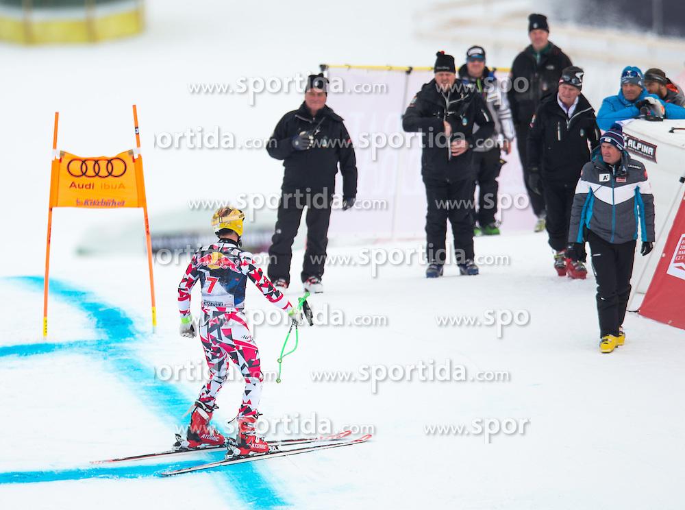 19.01.2016, Streif, Kitzbuehel, AUT, FIS Weltcup Ski Alpin, Kitzbuehel, 1. Abfahrtstraining, Herren, im Bild Max Franz (AUT) nach seinem Sturz beim Sportlichen Leiter ÖSV Herren- Alpin Andreas Puelacher // Max Franz of Austria after his crash ( L ) with OeSV men's headcoach Andreas Puelacher ( R ) during 1st Training of the men's Downhill Race of Kitzbuehel FIS Ski Alpine World Cup at the Streif in Kitzbuehel, Austria on 2016/01/19. EXPA Pictures © 2016, PhotoCredit: EXPA/ Johann Groder
