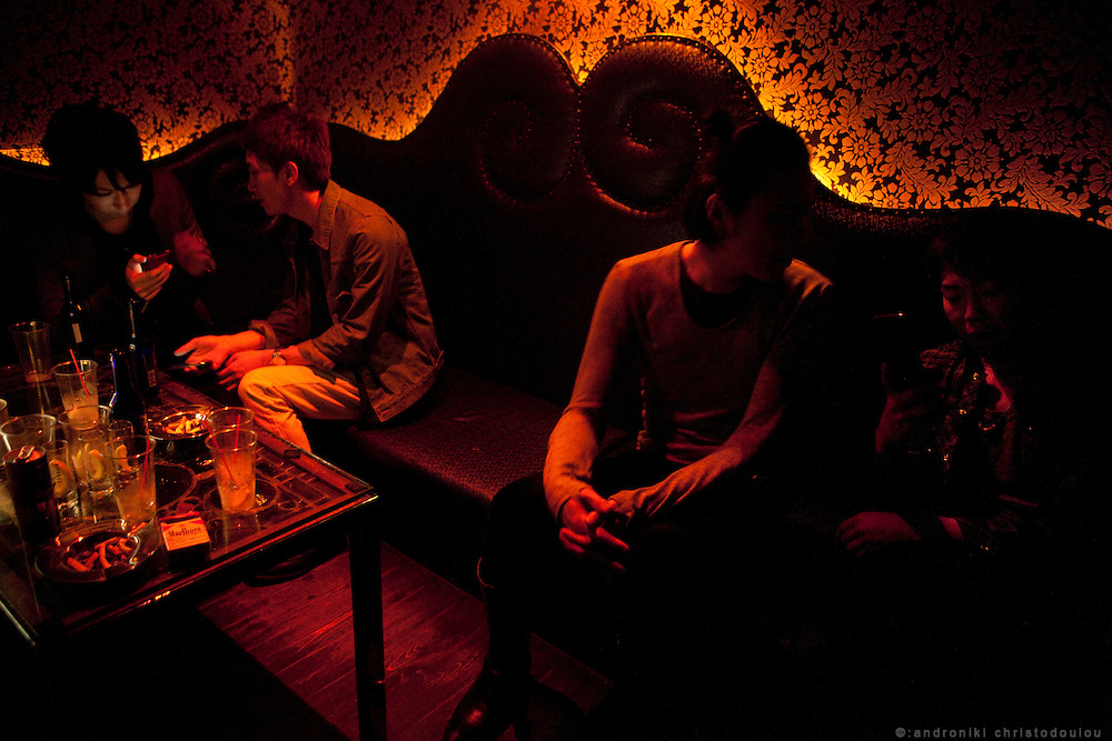 Club Annex is very popular among Japanese gay men. Lounge style room
