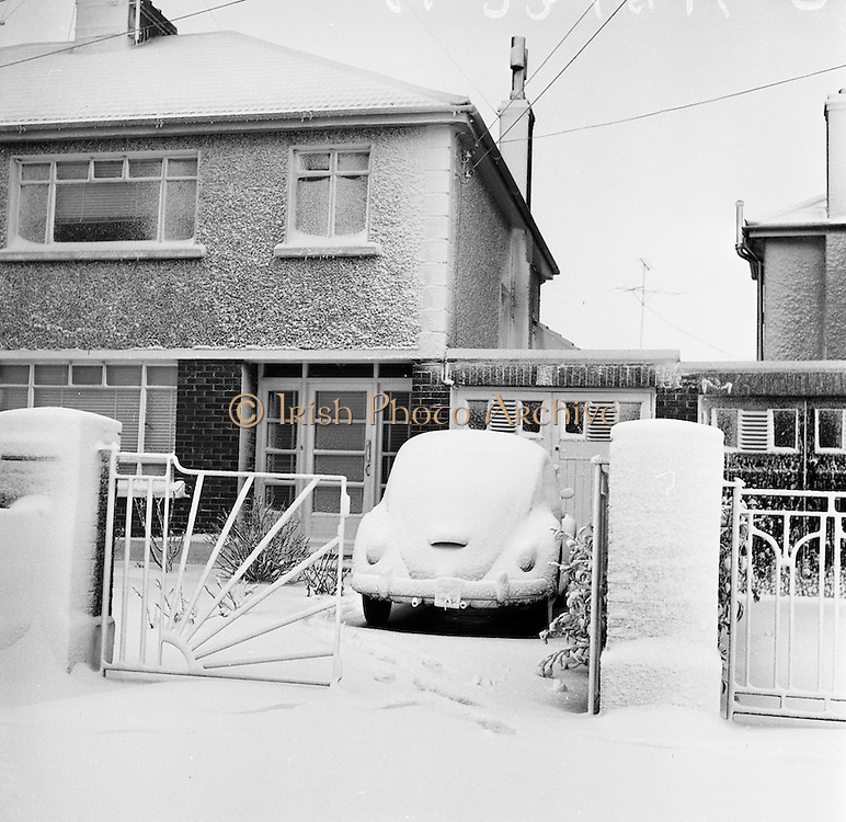 4/3/1965<br /> 3/4/1965<br /> 4 March 1965<br /> <br /> Photos of the Snow storm in Dublin
